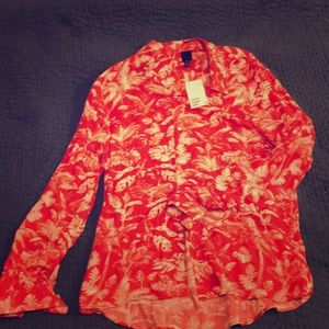 H&M Red patterned button up shirt